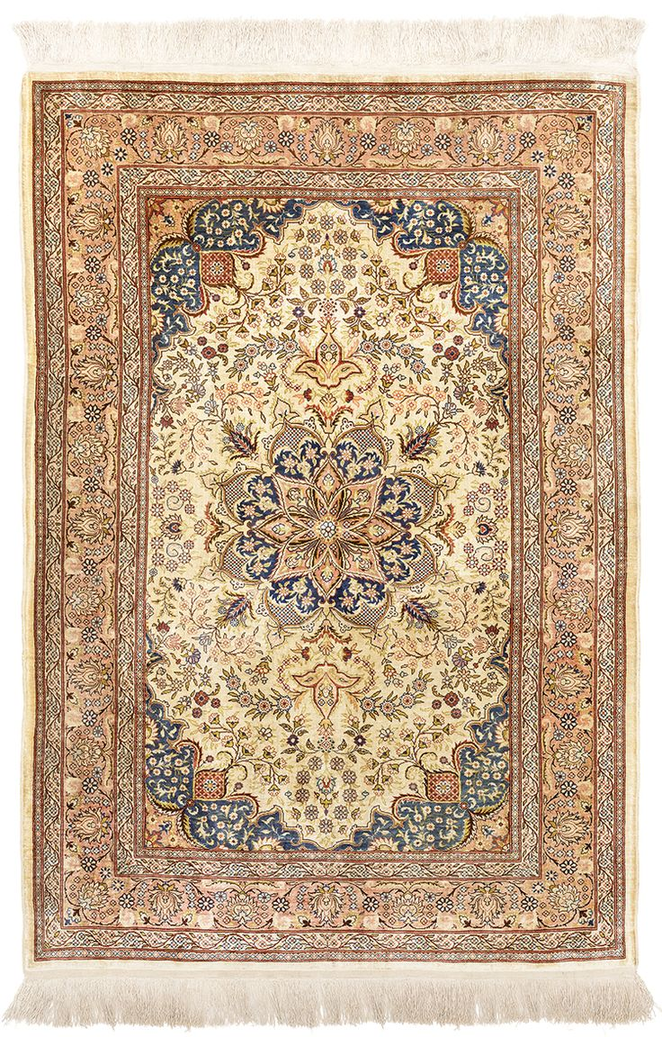 URKISH HEREKE EIGHT POINTED FLORAL MEDAILLON CARPET Dimensions: 128 x 87 cm  I Albahie Auction House