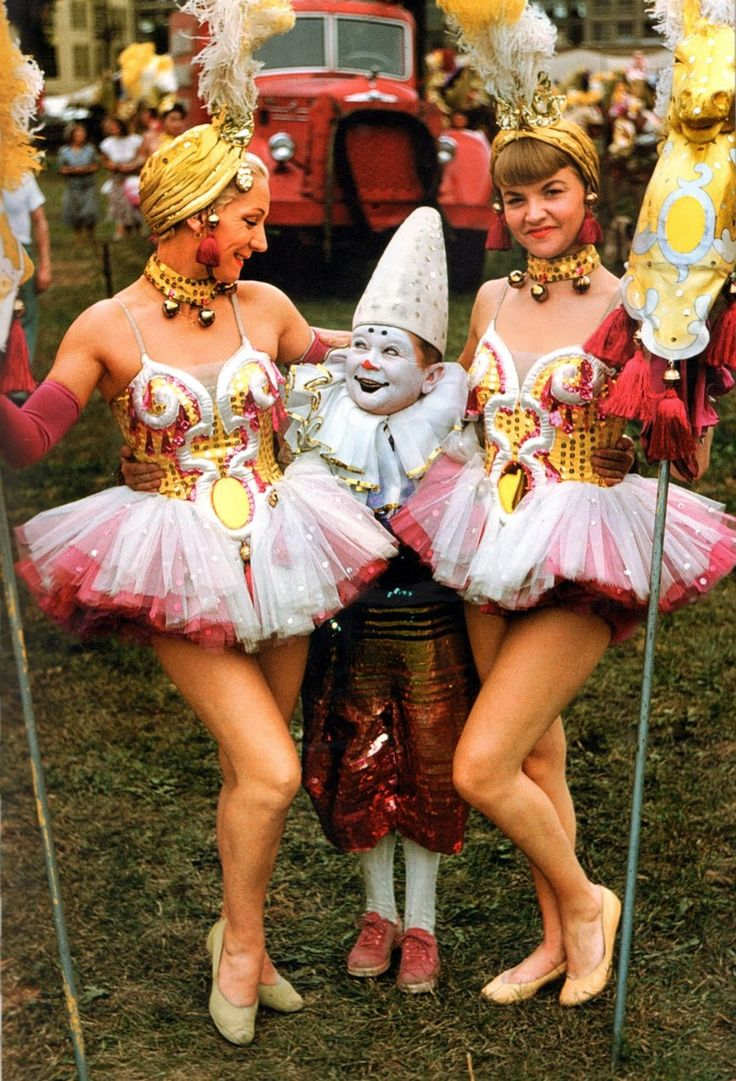 1955 circus performers.: Circus Costume, Halloween Costumes, Vintage Colors, Vintage Photographers, Circus Performing, Vintage Circus, Circus People, Big Top, Clowns