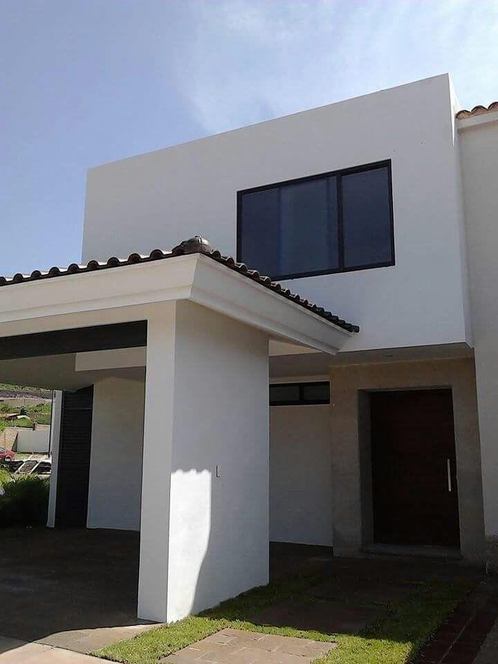 Fachada cantera blanca huichapan puerta madera banak for Fachada de casas modernas con tejas