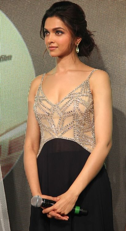 Deepika Padukone looking gorgeous as always. simply the best