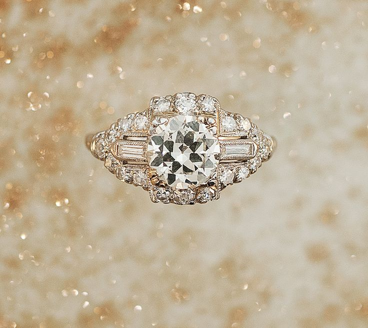 Not into weddings, but this 1920s engagement ring is too pretty not to pin.