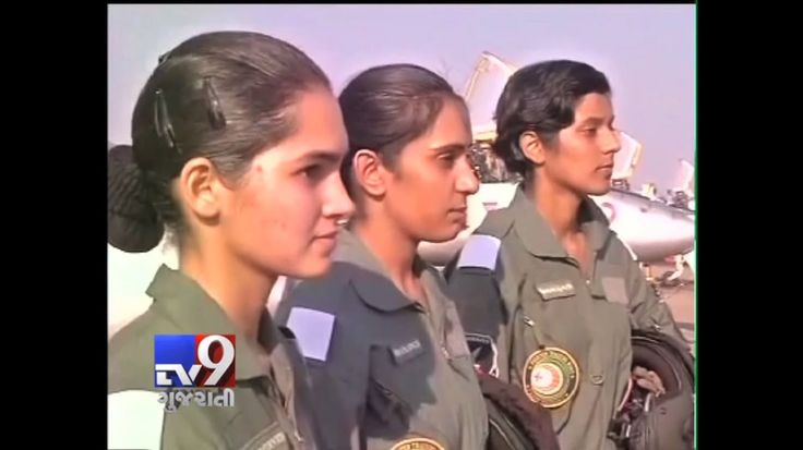 Avani Chaturvedi, Bhawana Kanth and Mohana Singh on Saturday were commissioned as India's first three women fighter pilots. On completion of successful training at the Air Force Academy in Dundigal on the outskirts of Hyderabad, the trio were formally commissioned into Indian Air Force by Defence Minister Manohar Parrikar.  Subscribe to Tv9 Gujarati https://www.youtube.com/tv9gujarati Like us on Facebook at https://www.facebook.com/tv9gujarati