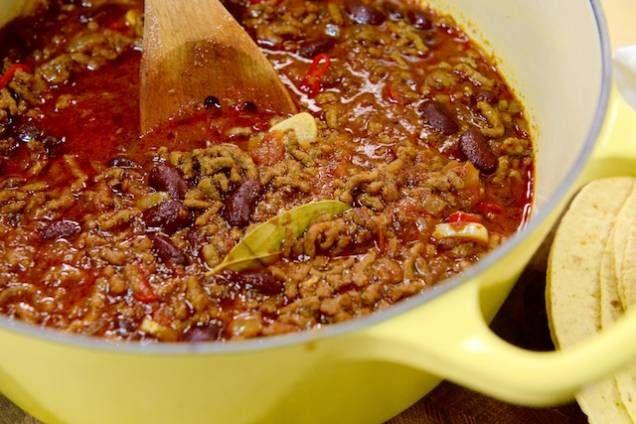 Tommy Myllymäkis egen version av den klassiska rätten chili con carne! Laga en mustig chili - ett recept som älskas av stor och liten. Läs också: Tommys chili med vita bönor