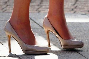 Kate Middleton feet in LK Bennett nude heels.jpg