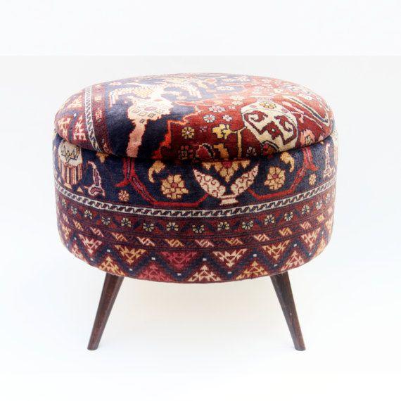 Runde Ottomane antiken türkischen Teppichs von DjemOverdyedRug