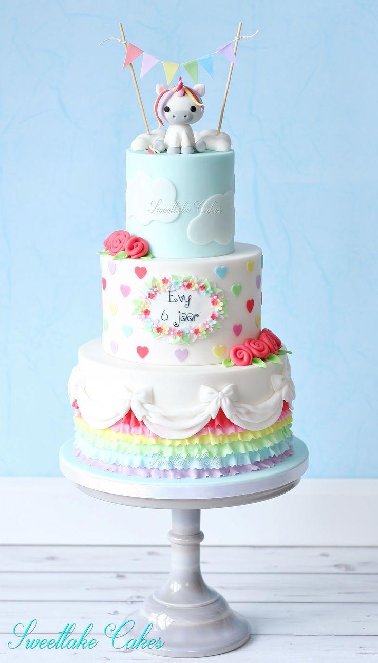 Rainbow cake with unicorn / Regenboog taart met eenhoorn