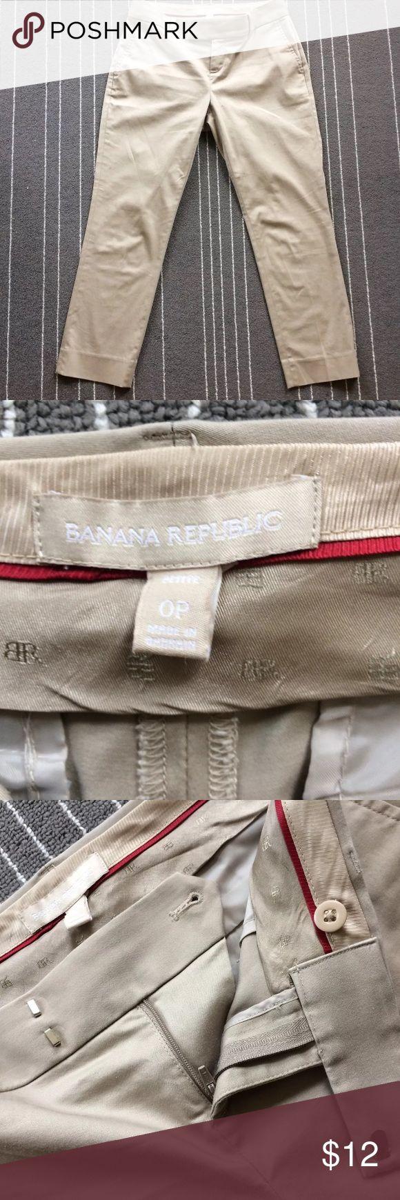 "Banana Republic cropped khaki capri pants 0P Excellent condition khaki color women's cropped pants capris size 0P from Banana Republic.  Measures flat approximately 14"" across waist, 32.5"" lengthwise and has inseam of 22.5"" Banana Republic Pants Capris"
