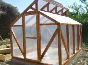 Awesome design of an inexpensive greenhouse...I could see this being adapted to use wood pallet planks.