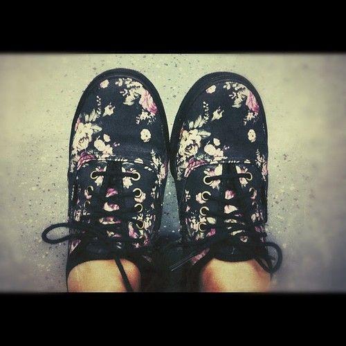 http://tentangsepatuconverse.blogspot.com/2015/04/sepatu-nike-cewe-yang-sering-dipakai.html