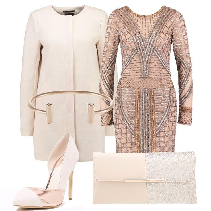 Il filo conduttore di questo outfit è il rosa metallizzato, che troviamo nell'abito gioiello, nel dettaglio della pochette e nell'inserto della décolleté. Il bracciale è dello stesso colore, rigido e minimale. Il cappotto è neutro.