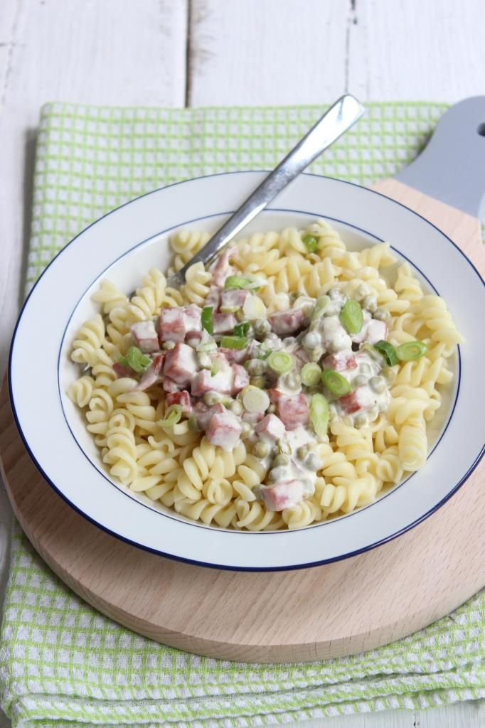 Romige pasta met hamblokjes en doperwten (+filmpje) - Lekker en Simpel