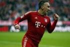 """Die Münchner pflügen durch die Bundesliga, weil sie zwischen Fußballkunst und harter Arbeit wechseln können. Frankfurts Trainer erkennt neidlos an: """"Die Bayern spielen in einer anderen Liga."""" Von Julien Wolff"""
