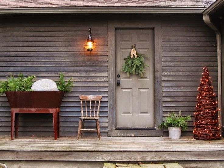 1011 best christmas primitive colonial country for Colonial front porch ideas