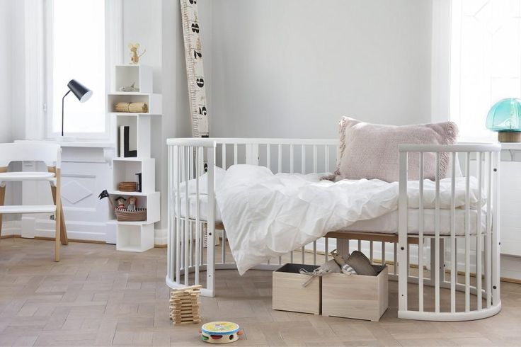 Flexible bed that grows with the child from approx. 0-10 years. Stokke Sleepi Convertible Crib in White