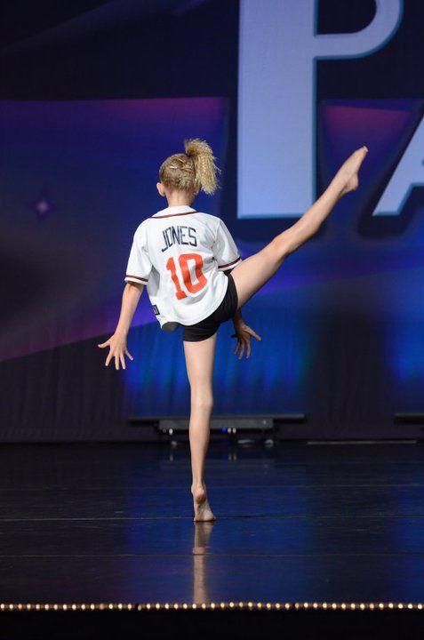 Cute blonde teen dances — img 4
