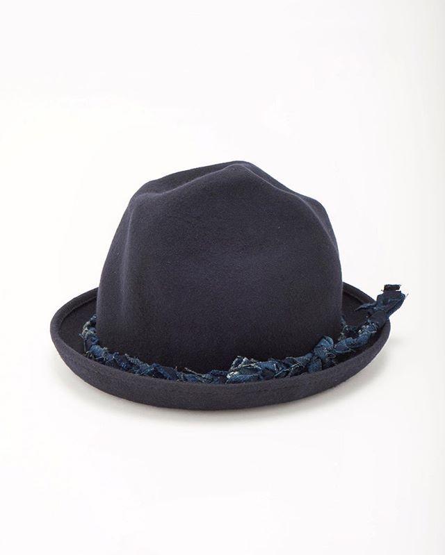 KUONオンラインストアにBORO HATを追加しました。 マウンテンハットのリボンの部分にBOROで編んだ紐を使用しています。 普通のハットとはひと味違う私たちのBORO HATをお楽しみください。 オンラインストアにはプロフィールからも入れるようになっています。 The BORO HAT has been added to the KUON online store. String weaved with BORO is used for the ribbon of the Mountain Hat. Please enjoy our BORO HAT, which is slightly unique compared to ordinary hats. The online store can also be accessed through the profile. #kuon #kuontokyo #襤褸 #aizome #藍染 #mountainhatkuon_tokyo