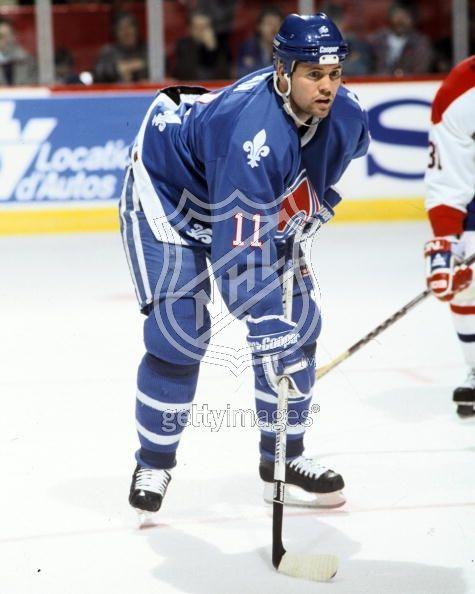 Owen Liam Nolan (né le 12 février 1972 à Belfast en Irlande du Nord) est un joueur professionnel de hockey sur glace. Sa famille rejoint le Canada dans sa jeunesse et il obtient la nationalité canadienne. Il est un des premiers joueurs que les journalistes sportifs ont surnommé de «power forward», attaquant de puissance au jeu offensif et robuste.