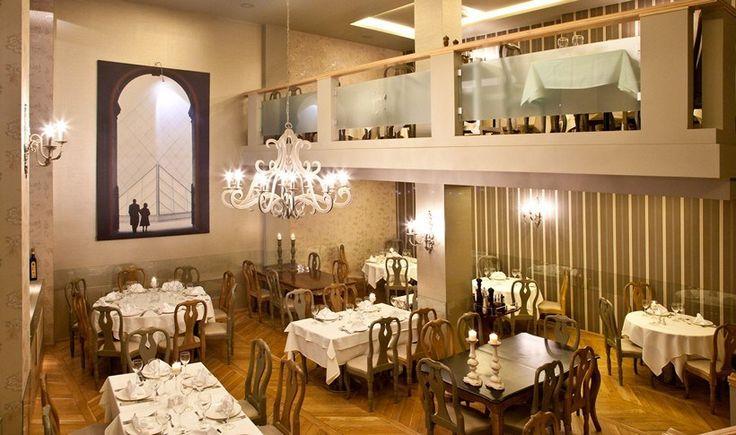 Με ολοζώντανες τις αναμνήσεις της παλιάς αστικής Αθήνας και μια κουζίνα που αντέχει στον χρόνο, τα ιστορικά αυτά εστιατόρια συνεχίζουν απτόητα να προσφέρουν γαστρονομικές συγκινήσεις στους Αθηναίους καλοφαγάδες. Εσείς τα έχετε επισκεφθεί;
