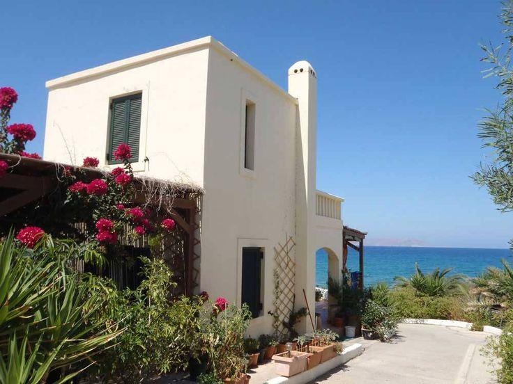 Appartementen op Kreta Griekenland   Appartementen op Kreta Griekenland: Ons complex bestaat uit 25 appartementen. Het is omringd door prachtige tuinen en ligt direct aan de kust van Noord-Kreta. De ligging is rustig en toch centraal; de ideale uitvalsbasis voor een actieve of ontspannen vakantie. De blikvanger van deze accommodatie is het adembenemende uitzicht over zee