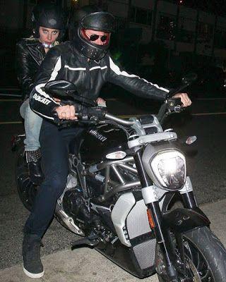 海外セレブニュース&ファッションスナップ: 【レディ・ガガ】[動画あり]ビジネスの相談?ブラッドリー・クーパーとバイクに二人乗りでディナーに!