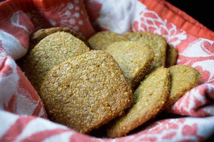 This healthy cheese cracker recipe is simple to make, freezable and has a gluten free option too. WARNING, these are dangerously moorish!