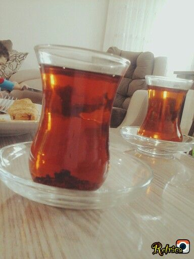 Çay, dostla yapılan sohpete en güzel katıktık...