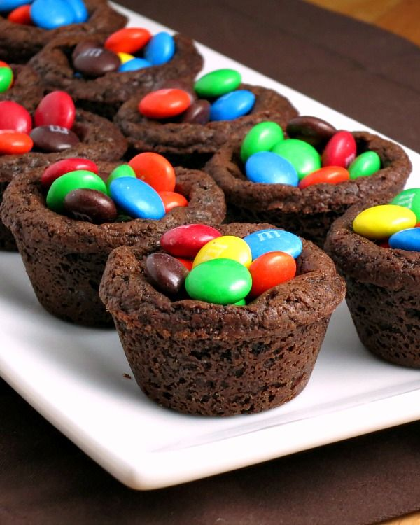 M&M Chocolate Cookie Cups #BakingIdeas - Alida's Kitchen #shop #cbias