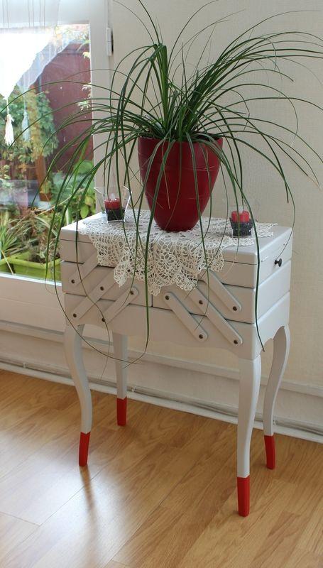 17 meilleures id es propos de travailleuse couture sur pinterest travailleuse boite. Black Bedroom Furniture Sets. Home Design Ideas