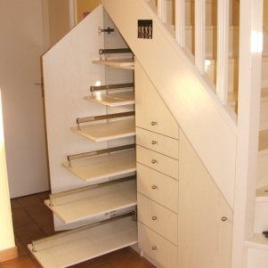 rangement placard escalier