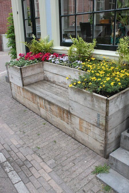 This family built its own wooden gardening box wit…