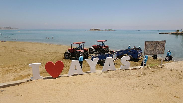 Adana Büyükşehir Belediyesi, tatil sezonuna girilirken sahil ilçeleri Yumurtalık ve Karataş'taki plajlarda makineli temizlik çalışmalarını yoğunlaştırdı. Büyükşehir görevlileri, özel donanımlara sahip, tırmıklı, süpürgeli, elekli makineler yardımıyla 163 kilometrelik sahil kesimini denizden gelen atıklar, istenmeyen taşlar, çürümüş yosunlar ve dikenli bitkilerden temizledi.  MAVİ BAYRAKLI PLAJLAR GÖZBEBEĞİ  Adana Büyükşehir Belediyesi Çevre Koruma ve Kontrol Daire …