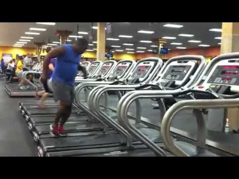 TREADMILL DANCER GUY!  Amazing Guy dances on a Treadmill (FULL HD Version)