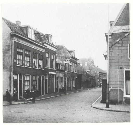 Raamsteeg hoek Lange Herenvest. 1954