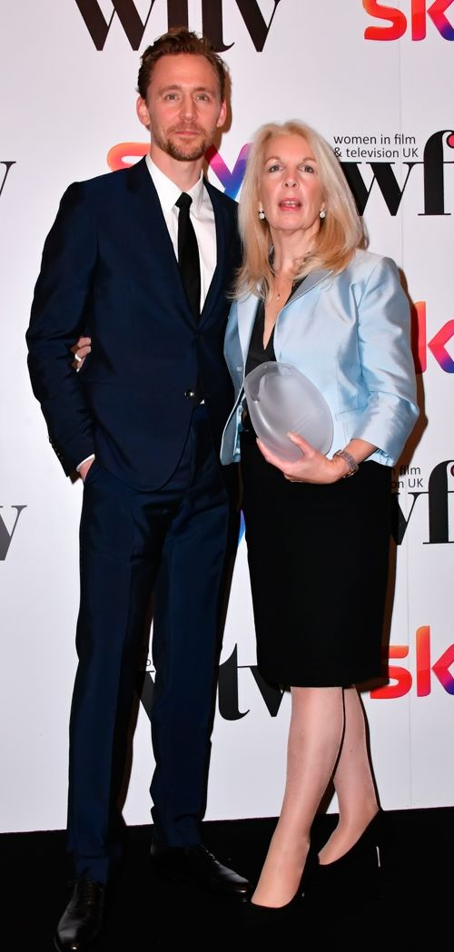 Tom Hiddleston presented Amanda Nevill with the Barclays Business Award at the Women in Film and TV Awards at the Hilton Hotel in central London on December 2, 2016. Source: Torrilla Full size image: http://ww4.sinaimg.cn/large/6e14d388gw1faczdo66zfj21uo2s04qp.jpg