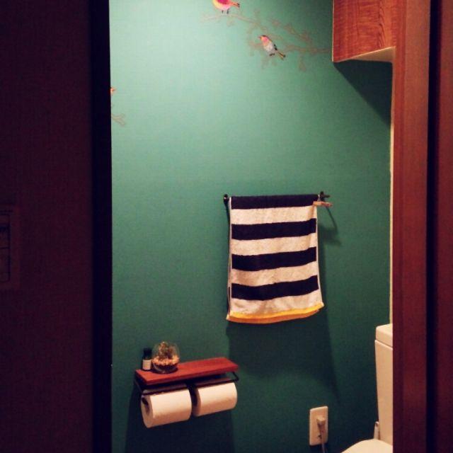 kaorin-roomさんの、バス/トイレ,トイレ,DIY,壁をペンキで塗った人!,トイレットペーパーホルダー,トイレの壁,ROOMBLOOM,ルームスタイリスト,ブログやってます♪,整理収納アドバイザー,グリーンの壁,IKEAのウォールステッカー,セリアのリメイクシート,のお部屋写真