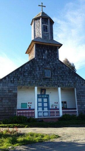 Iglesia de la localidad de Calen, Isla grande de Chiloé, Chile.