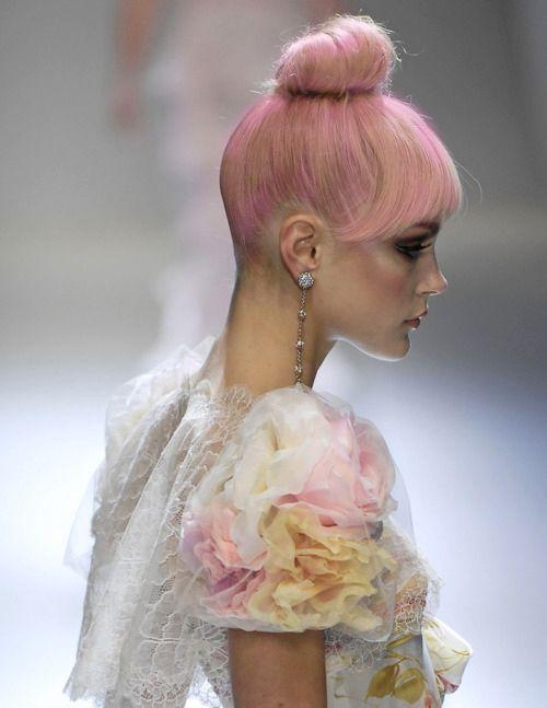 pastelle: Jessicastam, Pinkhair, Jessica Stam, Pale Pink, Hair Style, Pink Fashion, Ballet Buns, Hair Buns, Pastel Pink Hair