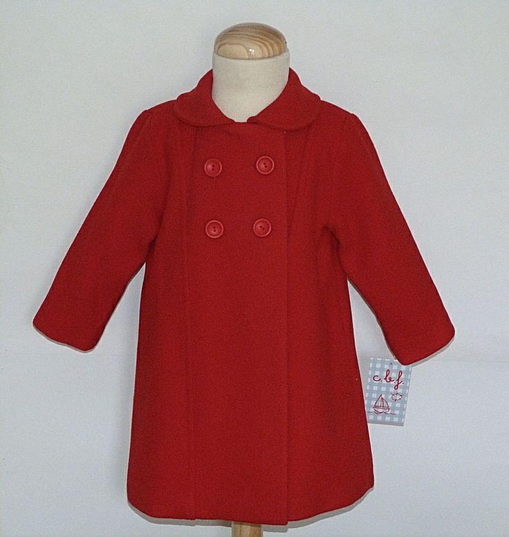 Abrigo con capota para bebé niña color rojo.