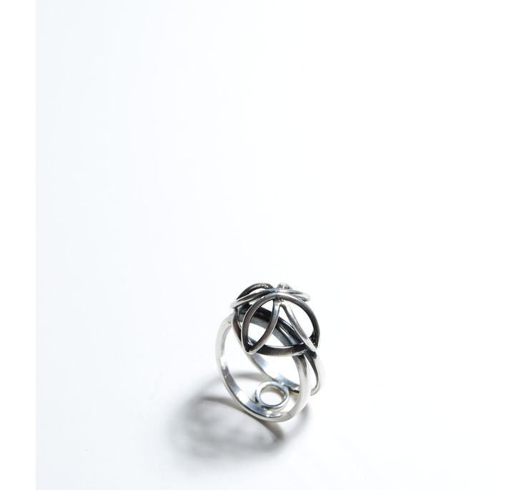 Rosace - ring. sterling silver. Jade Pauzé, 2013