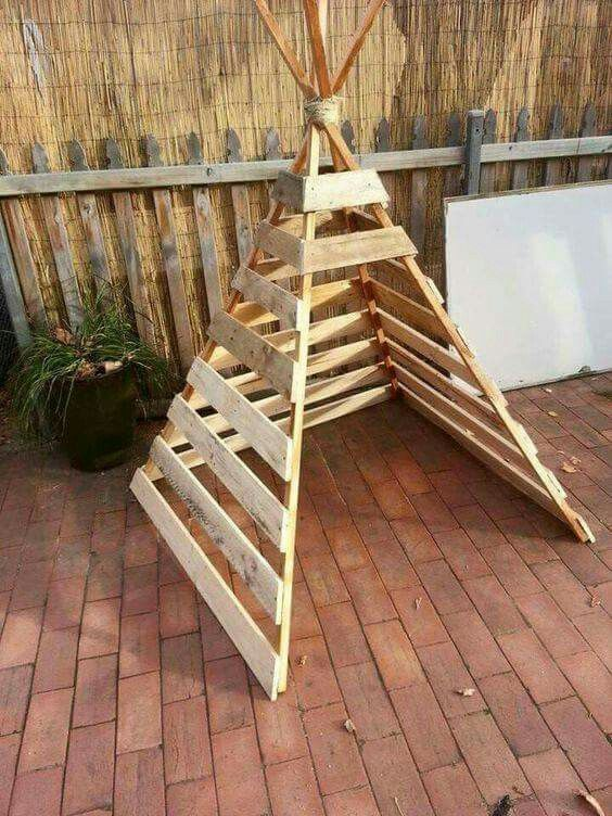 A simple little pallet teepee could mean hours of fun indoors or out! You could cover with cloth, plastic, vinyl....lots of possibilities!