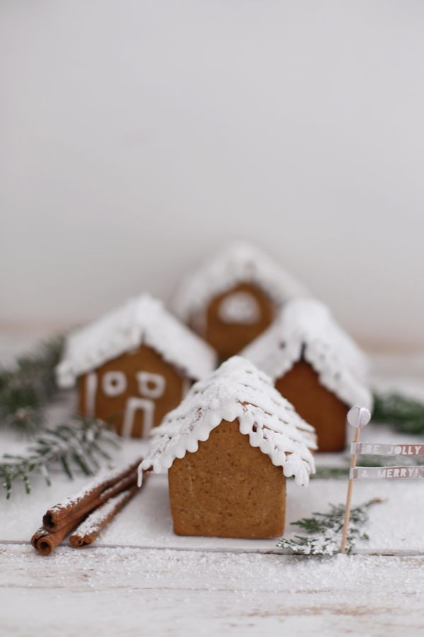 These are the cutest mini gingerbread houses.