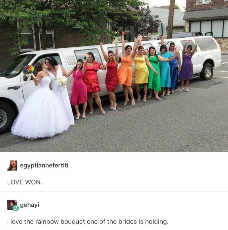 SO CUTE!!!<<omg this is genius also I really like the bride with the bouquets dress