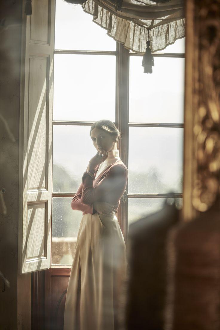 #capsulecollections #GalleryCollection #TheEssentialKnitwearCollection #italianfabrics #madeinItaly #craftsmanship #essentials #timelessfashion #artisanal #consciousfashion #italianmanufacturing #fashionshoot #mixandmatch #nemozenawomen #timelesselegance #classics