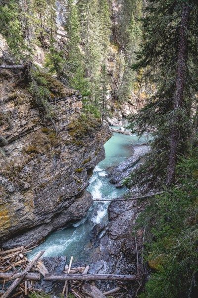 A trip to #Banff, #Canada is the ultimate nature's paradise. Don't miss a stop at #JohnstonCanyon for a casual #hike along the water's edge. | #adventuretravel, #Banffthingstodo, #Canadatravel