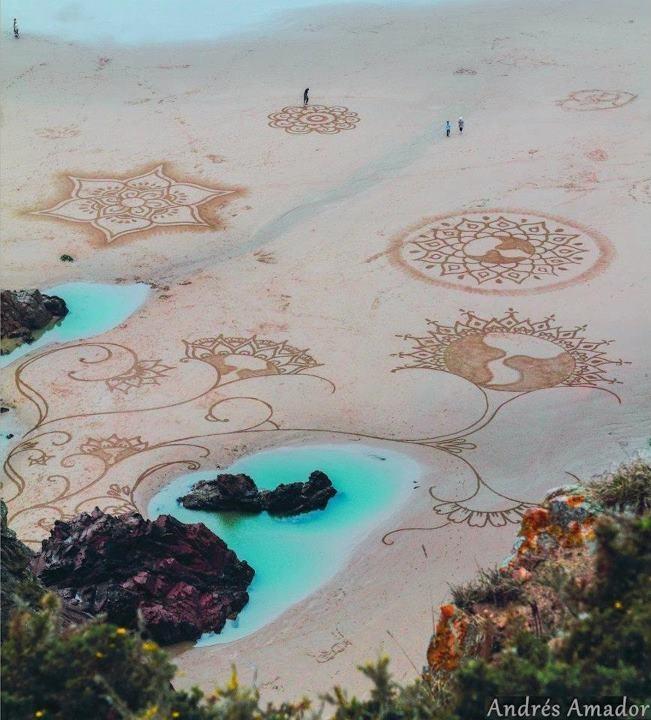 Andreas Amador & art on the beach