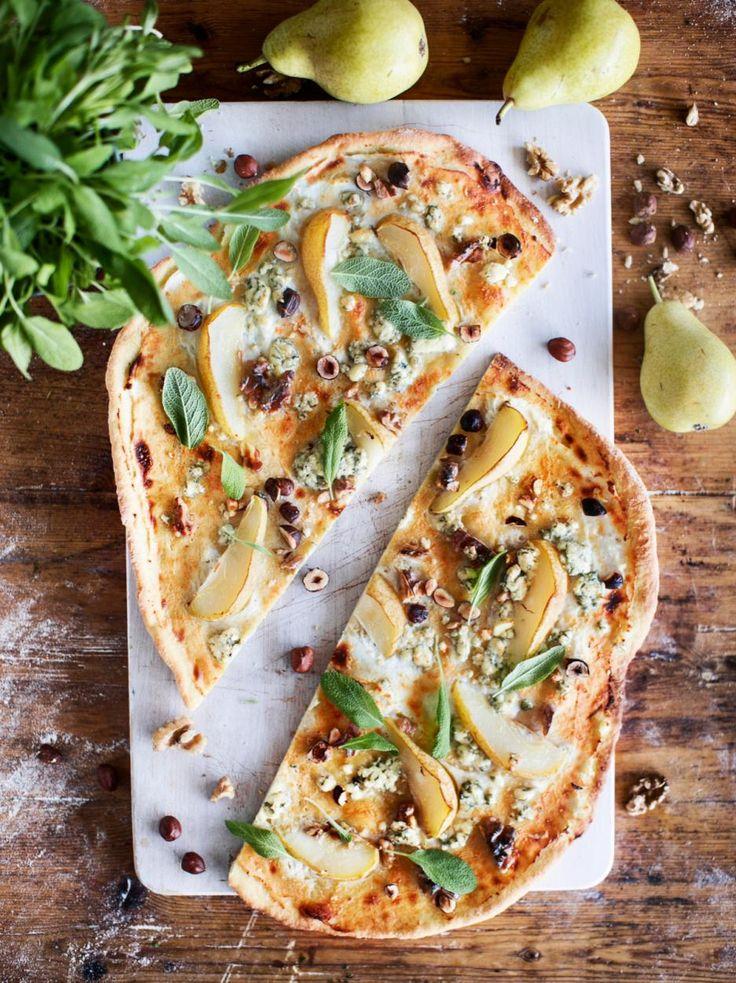 Päärynä-sinihomejuustopizza // Pear & Blue Cheese pizza Food & Style Kati Pohja Photo Satu Nyström www.maku.fi