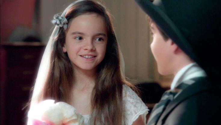 La historia de amor Ana y Alberto se remonta a su infancia. Dos pequeños amigos que se enamoraron como si de un juego se tratase se vistieron de novios por primera vez en las Galerías Velvet.