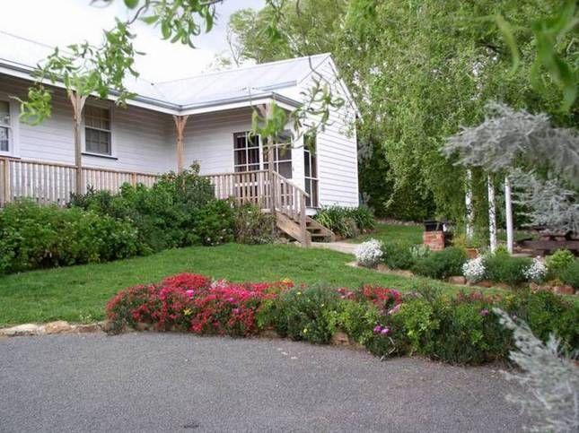 Acacia Cottage   Daylesford, VIC   Accommodation