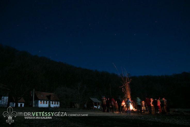 http://vetessy.hu/galeria/2014/Teli-cserkesztabor---Hidegkuti-Turistahaz/2-nap/142/view
