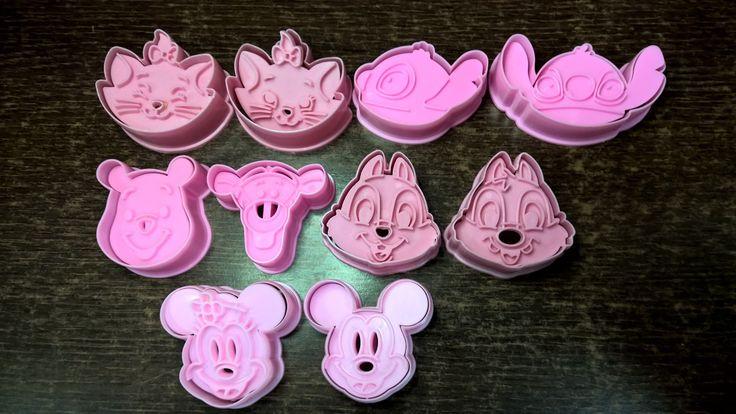 Cortadores de galletas de Mickey y Minnie y otros personajes de Disney. ...